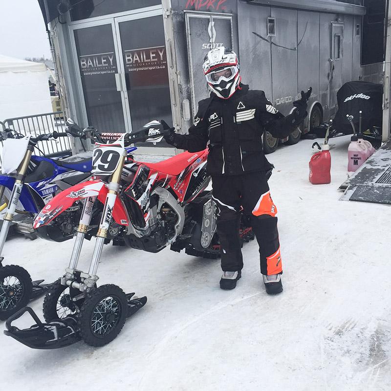 Flybyu Snowbike Racing